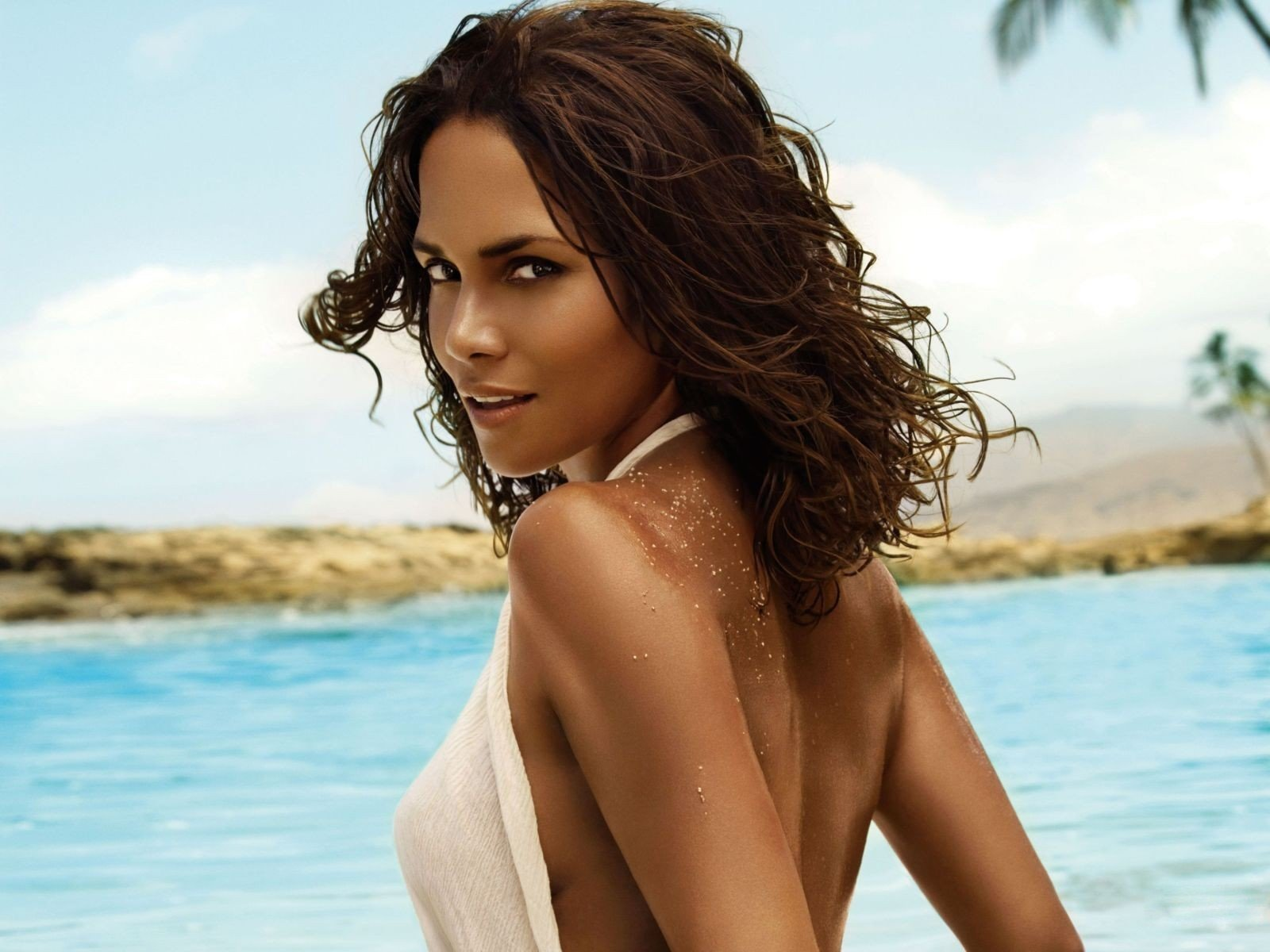 Free Halle Berry high quality background ID:86698 for hd 1600x1200 desktop