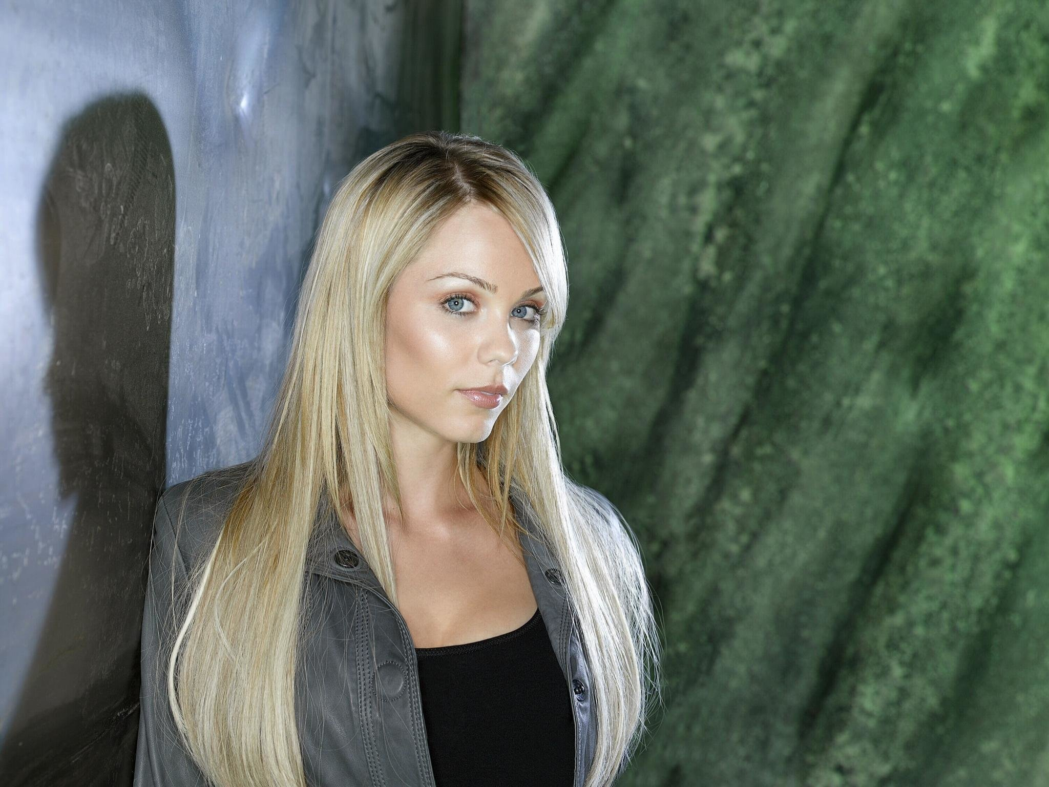 Download hd 2048x1536 Laura Vandervoort desktop background ID:210309 for free