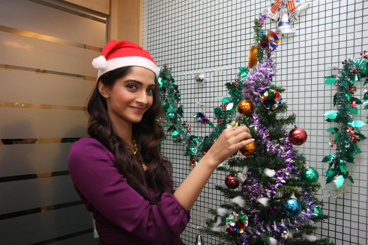 Free download Sonam Kapoor background ID:429942 hd 1280x854 for computer