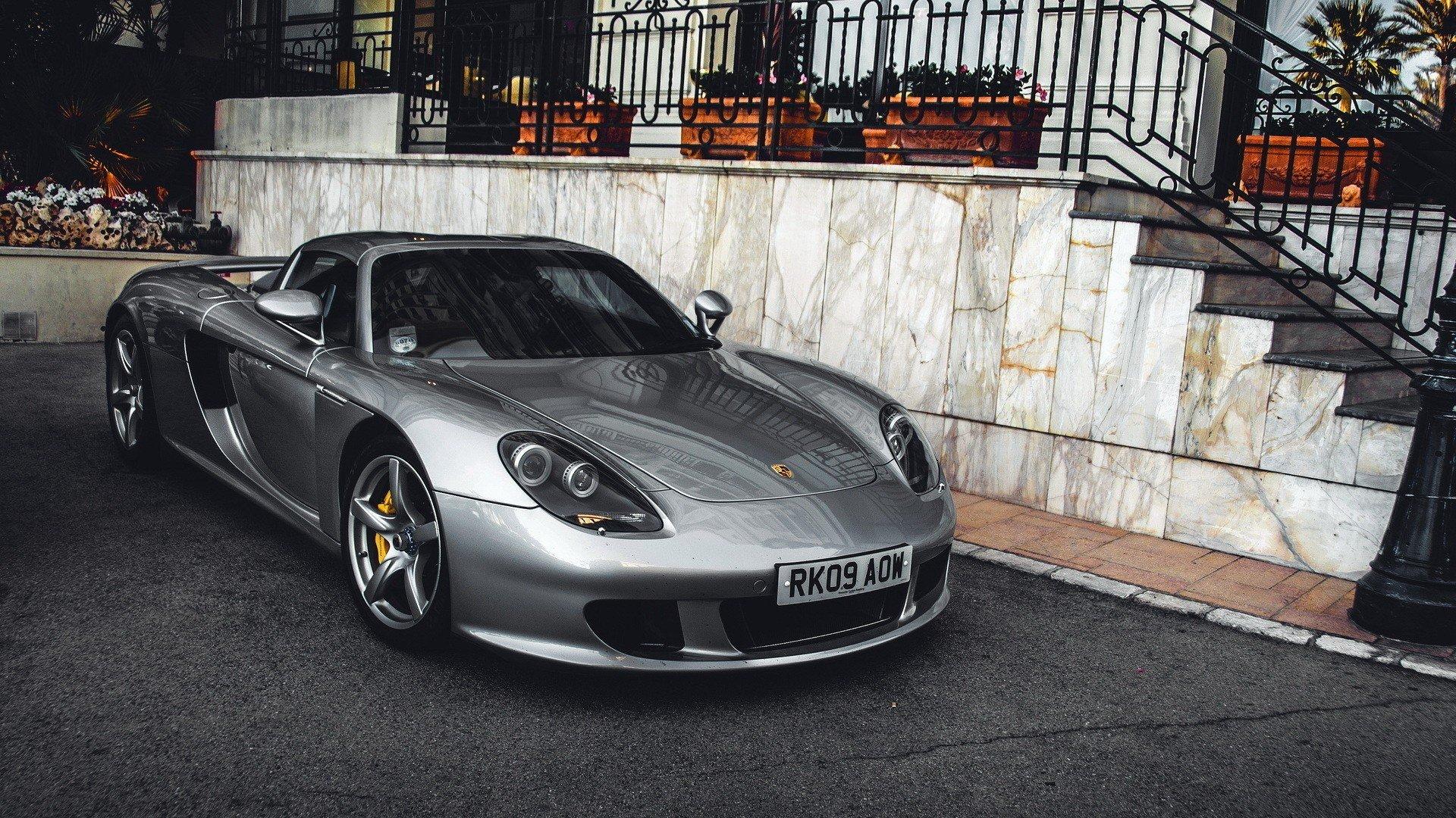 серебристая Porsche  № 984929 загрузить