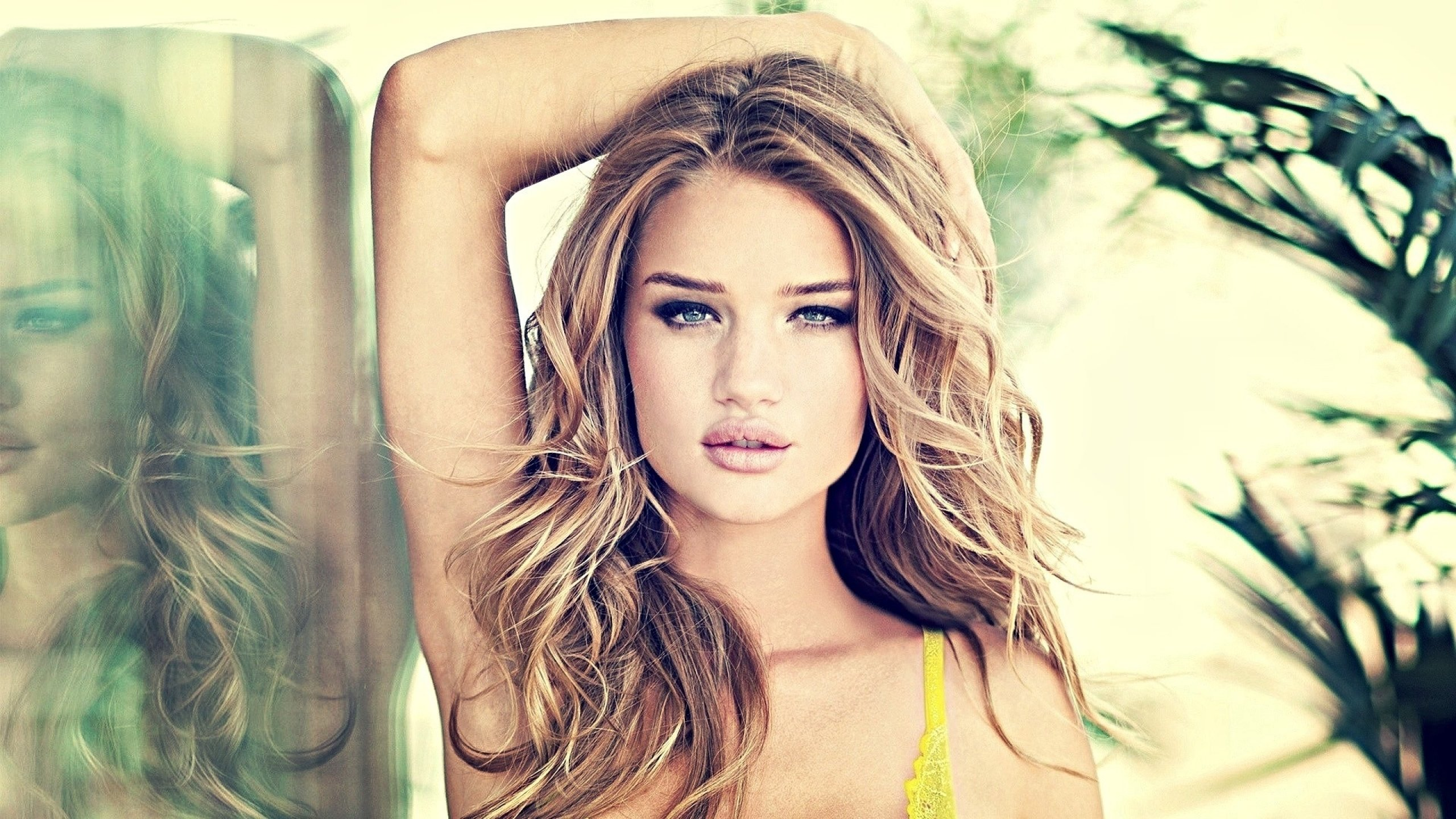 Download hd 2560x1440 Rosie Huntington-Whiteley computer wallpaper ID:445812 for free