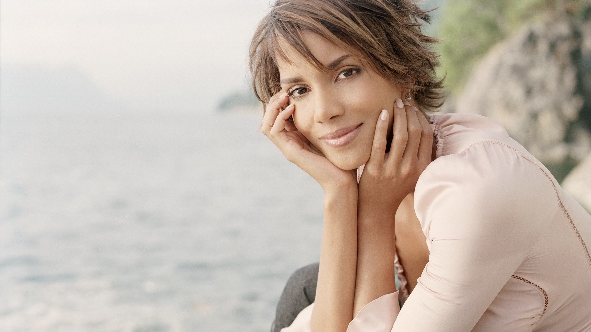 Awesome Halle Berry free wallpaper ID:86686 for full hd 1080p PC