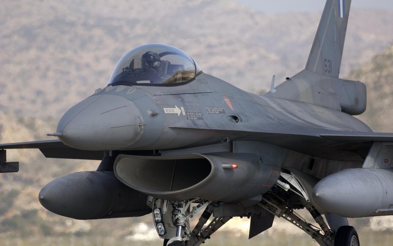 General Dynamics F 16 Fighting Falcon Hd Wallpaper: Free General Dynamics F-16 Fighting Falcon High Quality