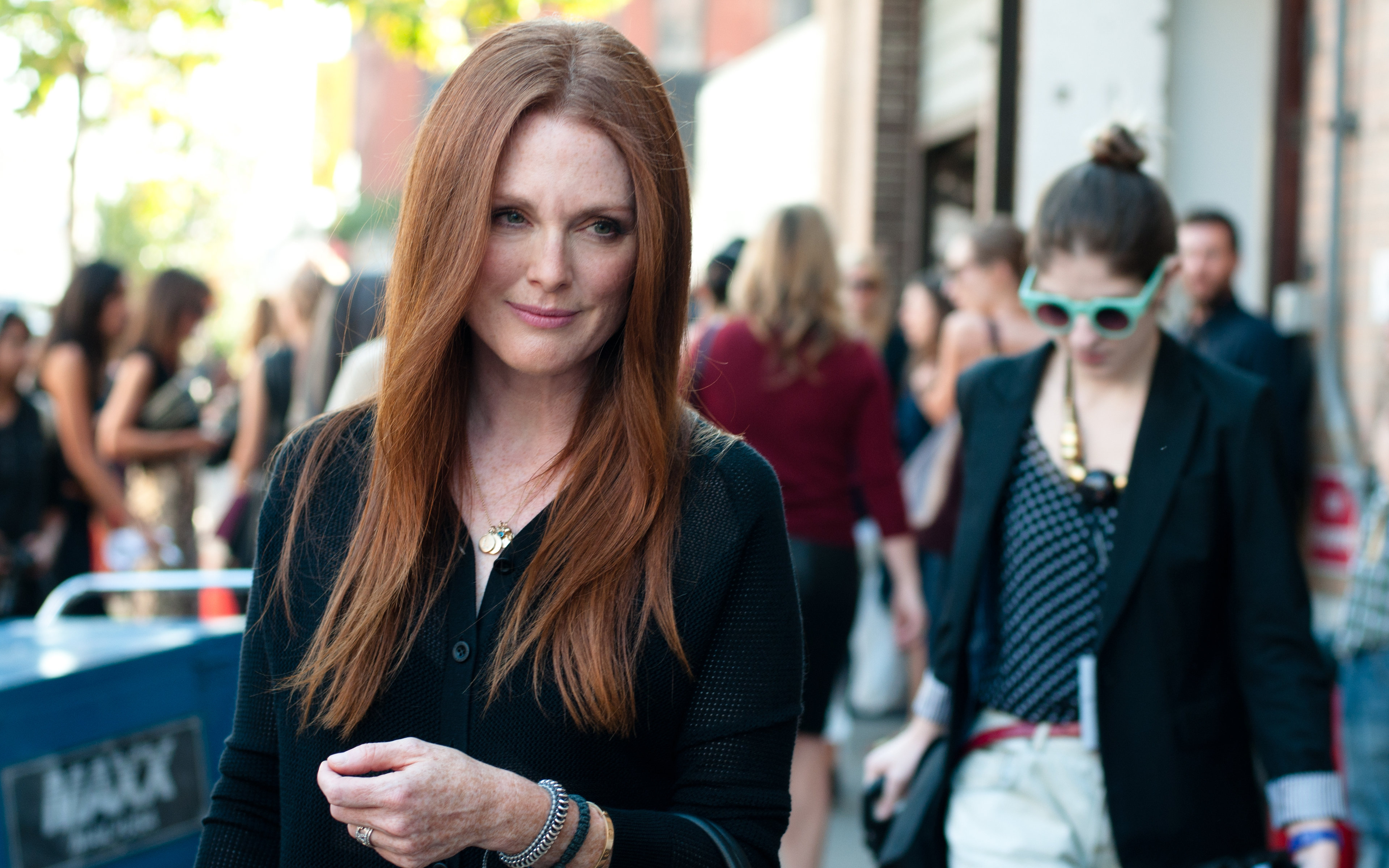 Download hd 3840x2400 Julianne Moore computer background ID:100747 for free