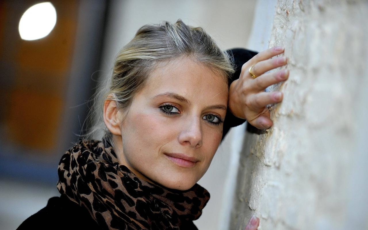 Awesome Melanie Laurent free background ID:72679 for hd 1280x800 PC