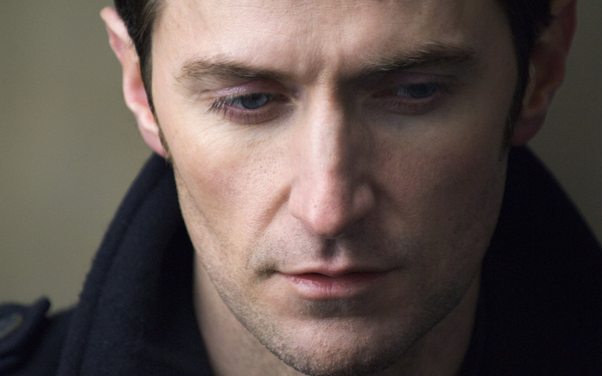 Download hd 1920x1200 Richard Armitage PC wallpaper ID:276963 for free