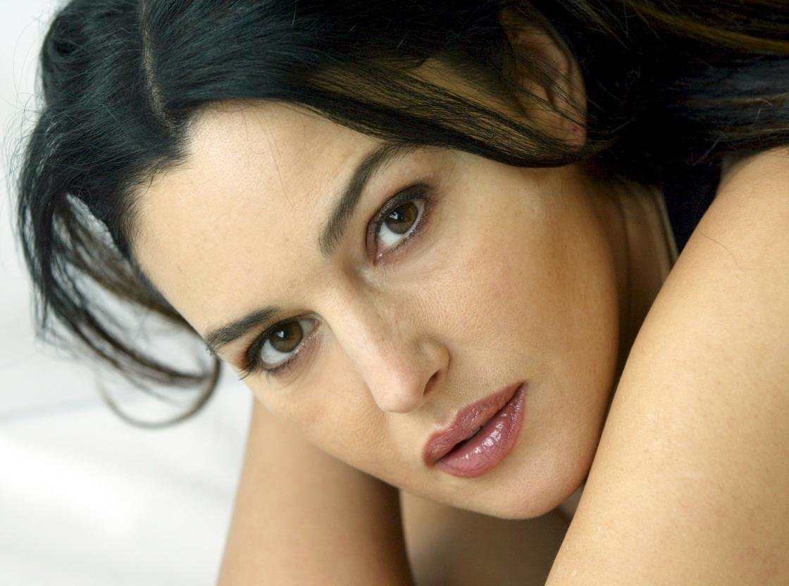 High resolution Monica Bellucci hd 1120x832 wallpaper ID:269662 for computer