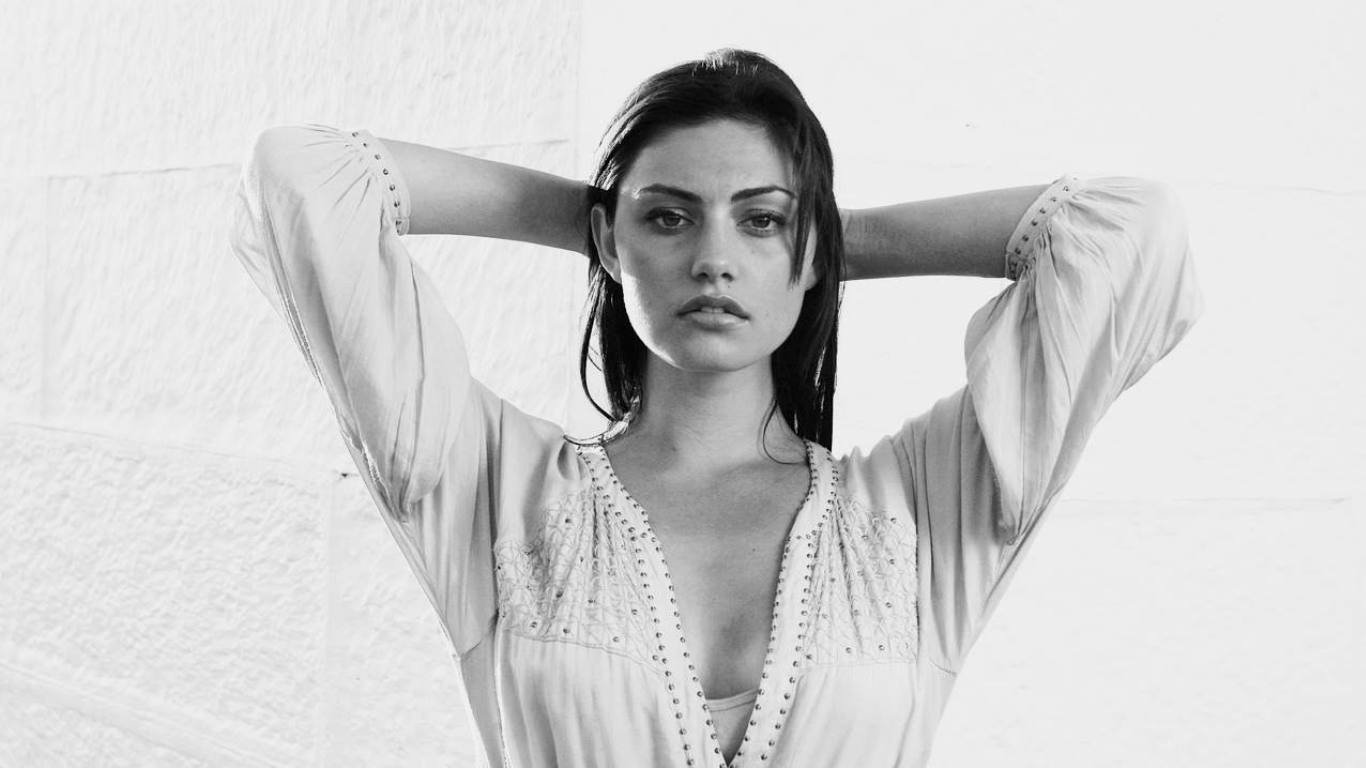 High resolution Phoebe Tonkin 1366x768 laptop wallpaper ID:318614 for PC