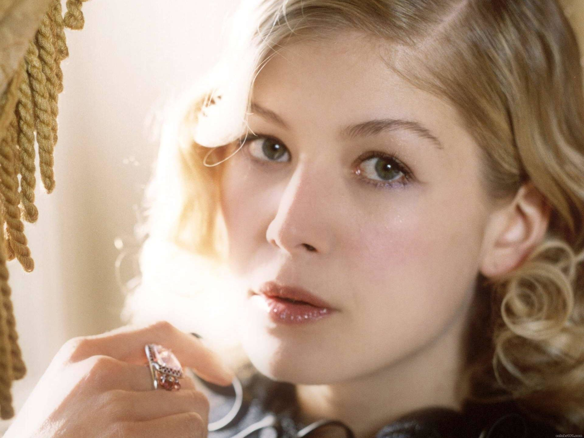 Best Rosamund Pike background ID:378954 for High Resolution hd 1920x1440 PC