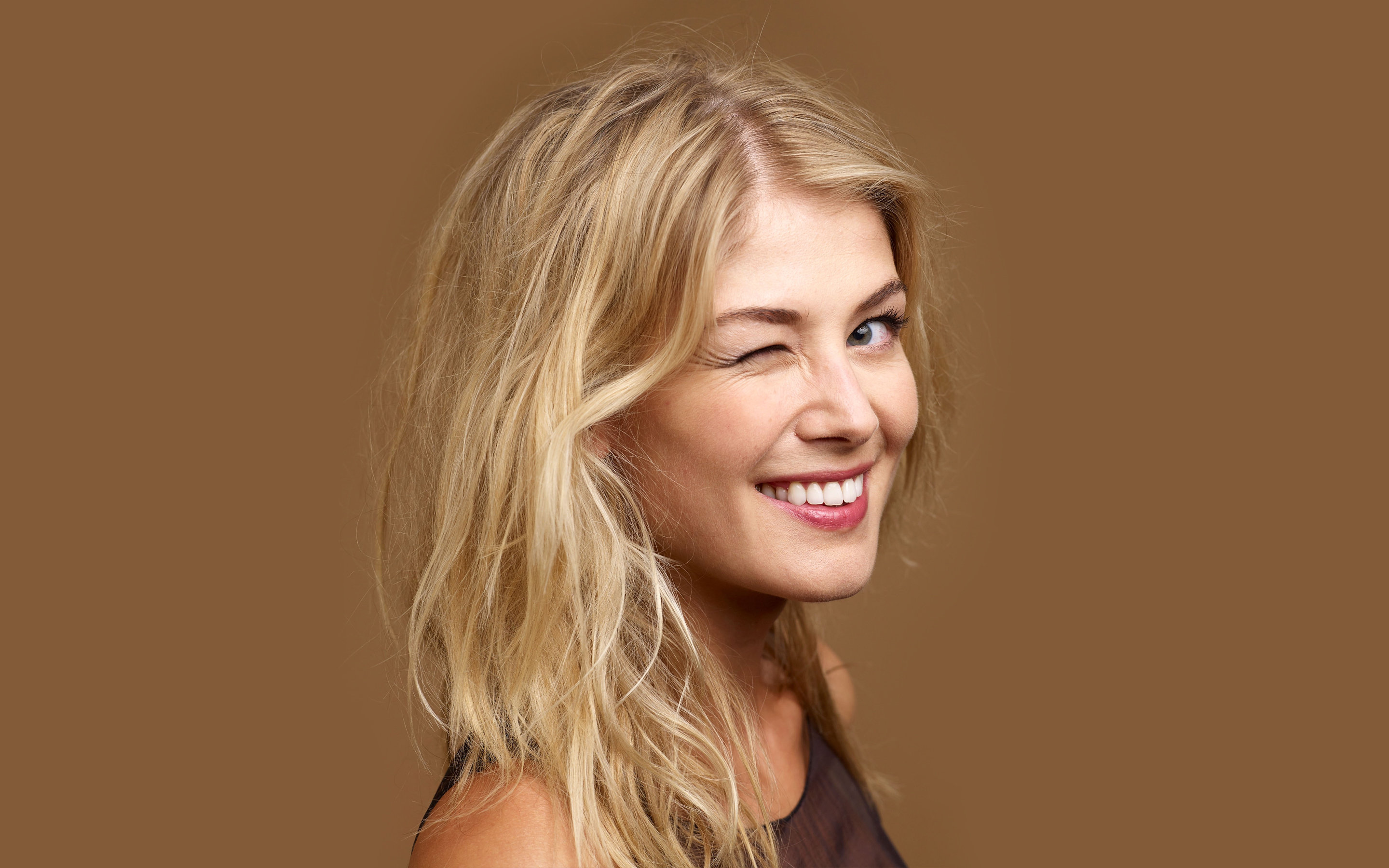 Awesome Rosamund Pike free background ID:378964 for hd 2880x1800 computer