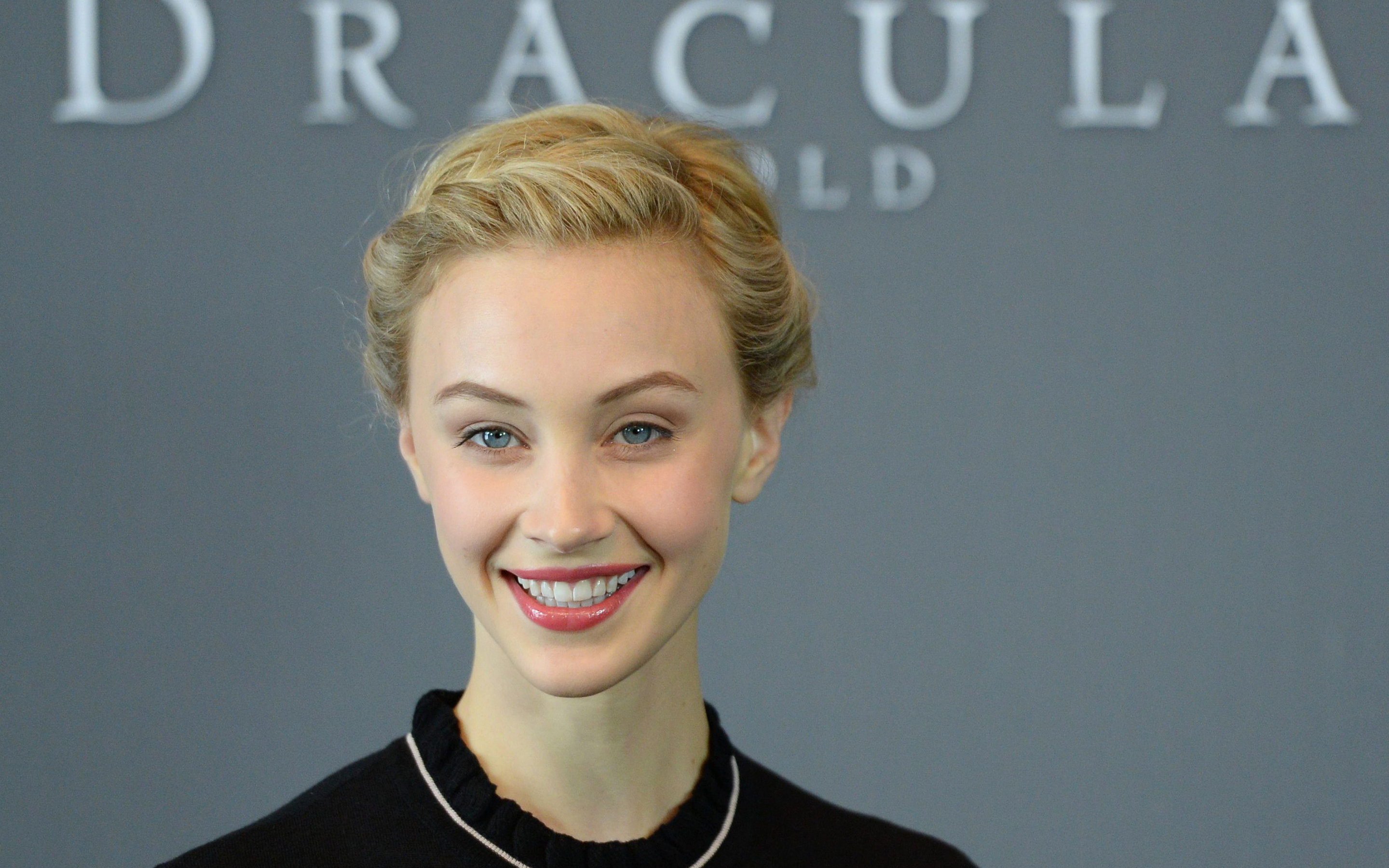 Awesome Sarah Gadon free wallpaper ID:320225 for hd 2880x1800 PC