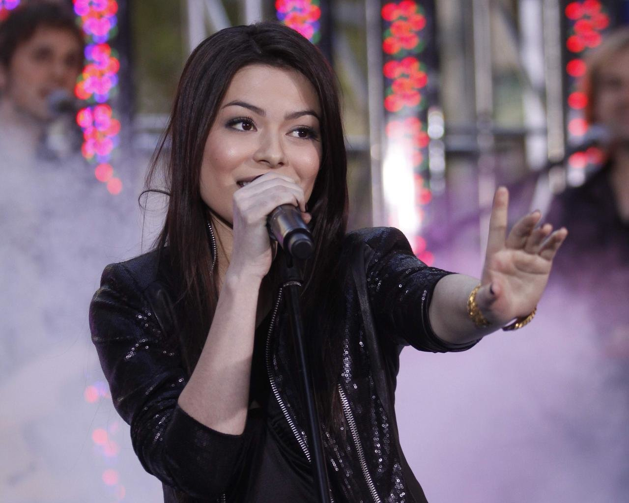 Download hd 1280x1024 Miranda Cosgrove computer background ID:298568 for free