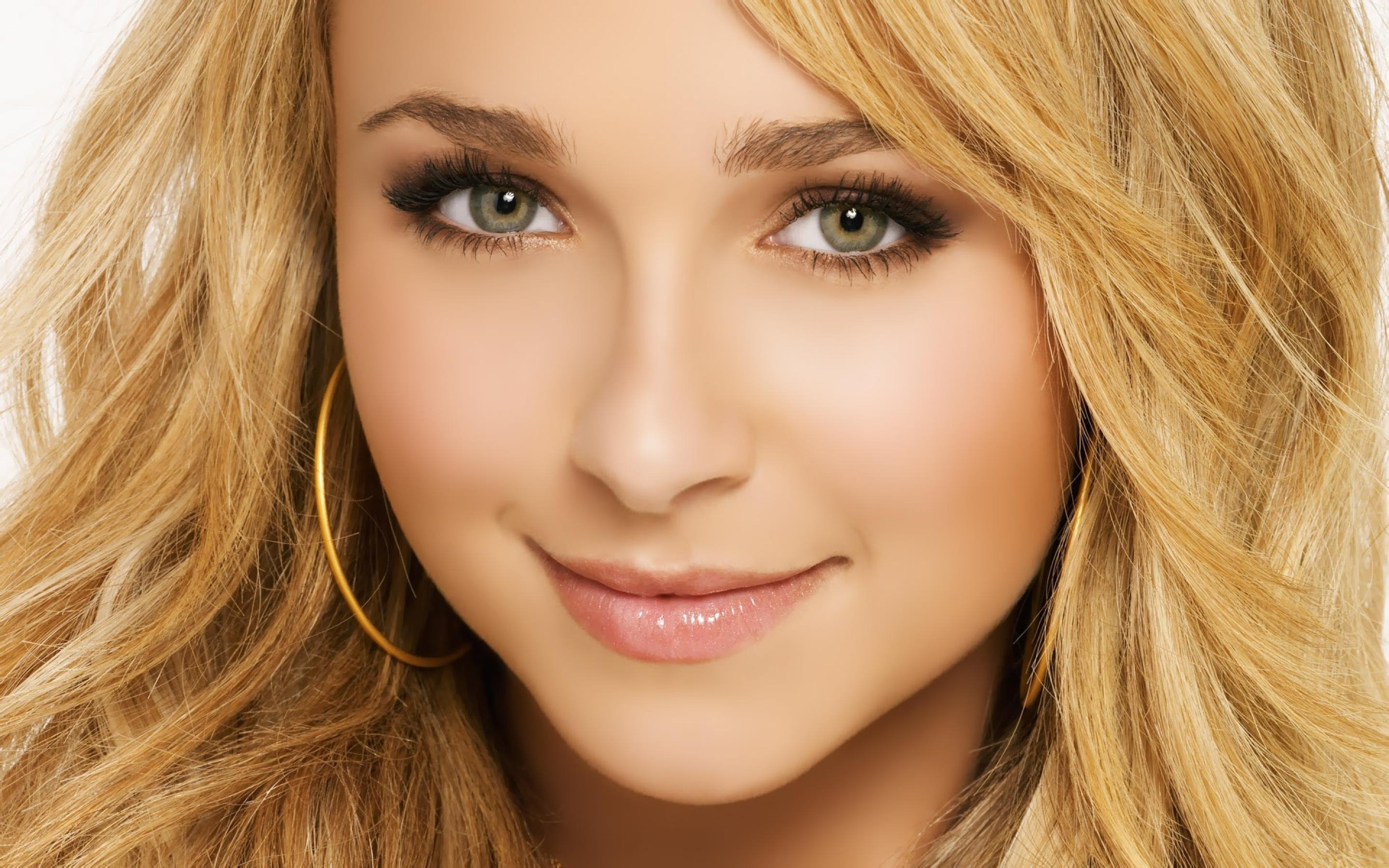 Download hd 2880x1800 Hayden Panettiere PC wallpaper ID:350421 for free