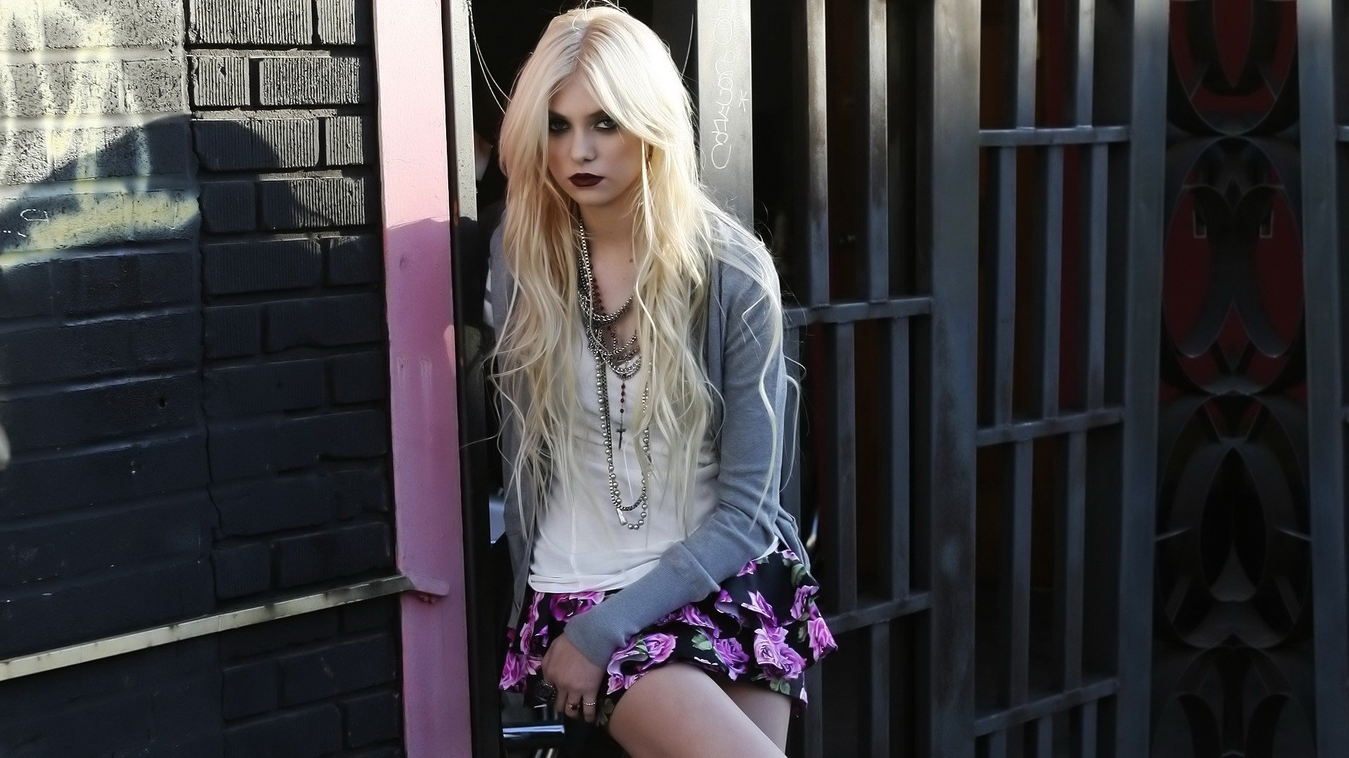 Awesome Taylor Momsen free background ID:244124 for 1080p computer