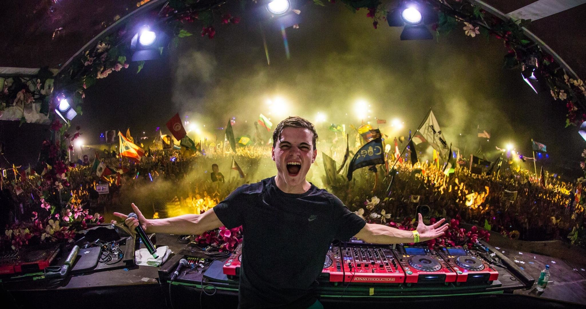 High resolution Martin Garrix hd 2048x1080 wallpaper ID:47984 for PC
