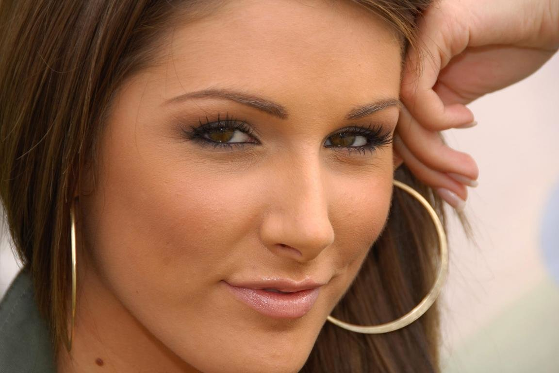 Awesome Lucy Pinder free wallpaper ID:150639 for hd 1152x768 PC