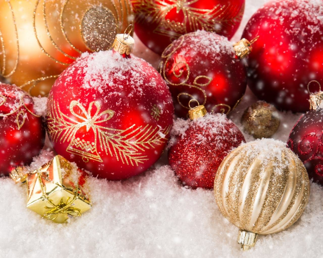 High Resolution Christmas Ornaments Decorations Hd 1280x1024 Wallpaper Id434149 For Pc