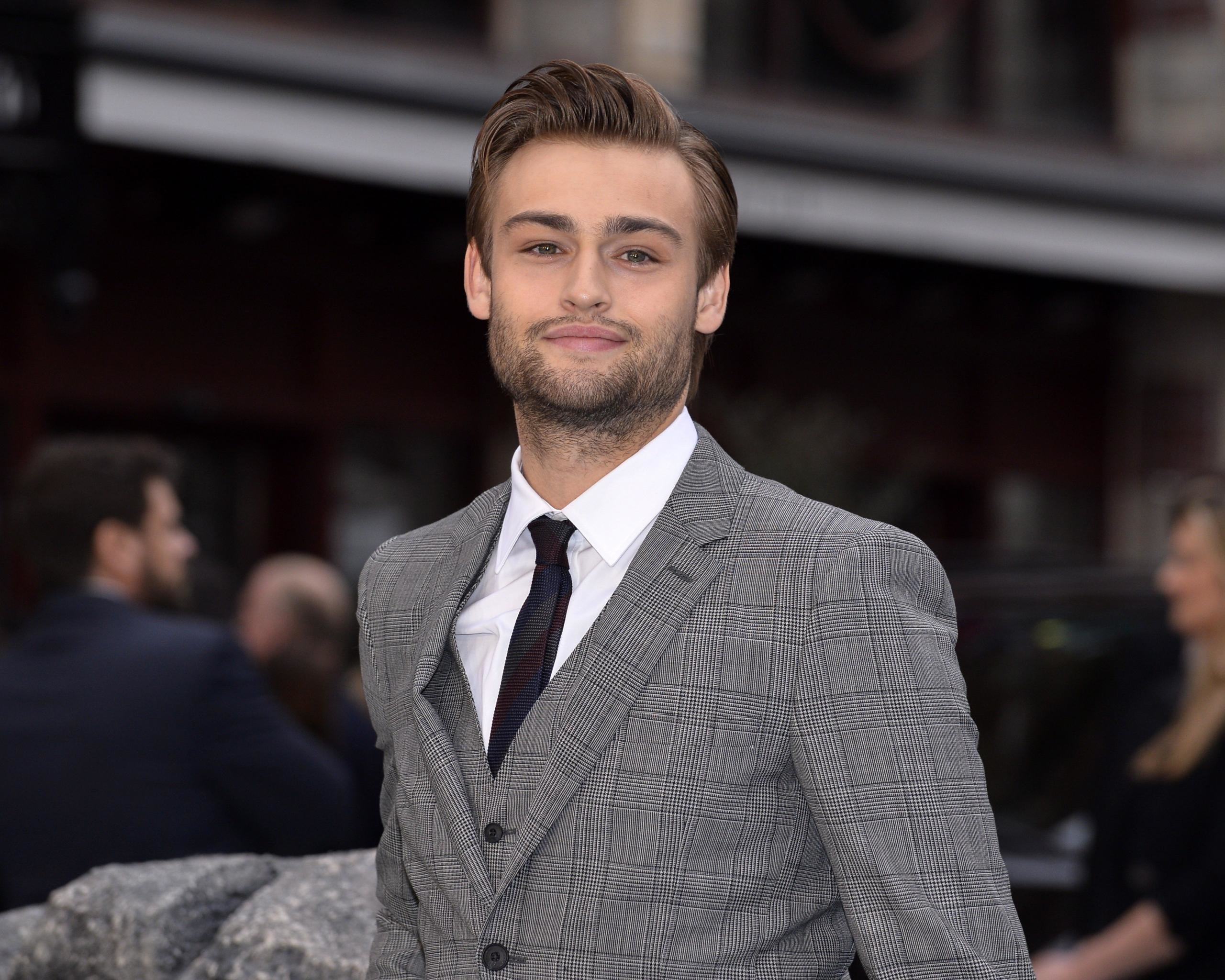 Awesome Douglas Booth free wallpaper ID:144816 for hd 2560x2048 desktop