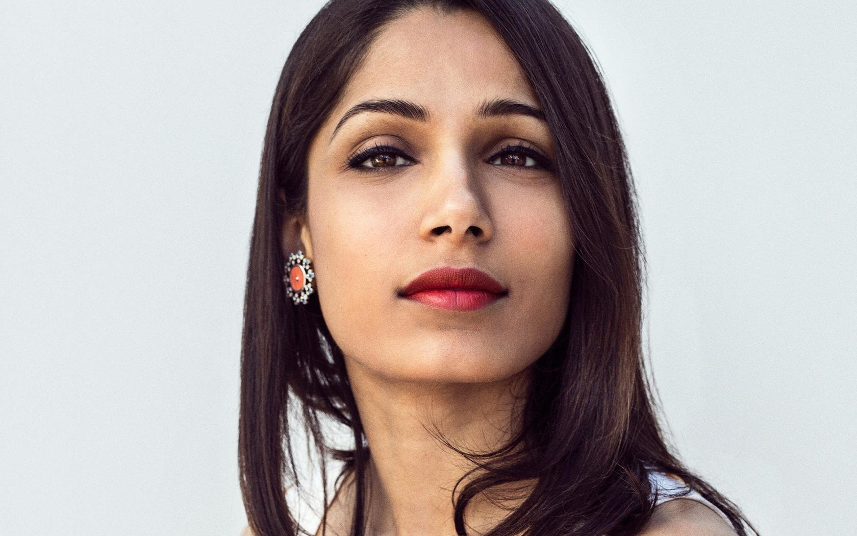 Download hd 1680x1050 Freida Pinto computer background ID:19826 for free