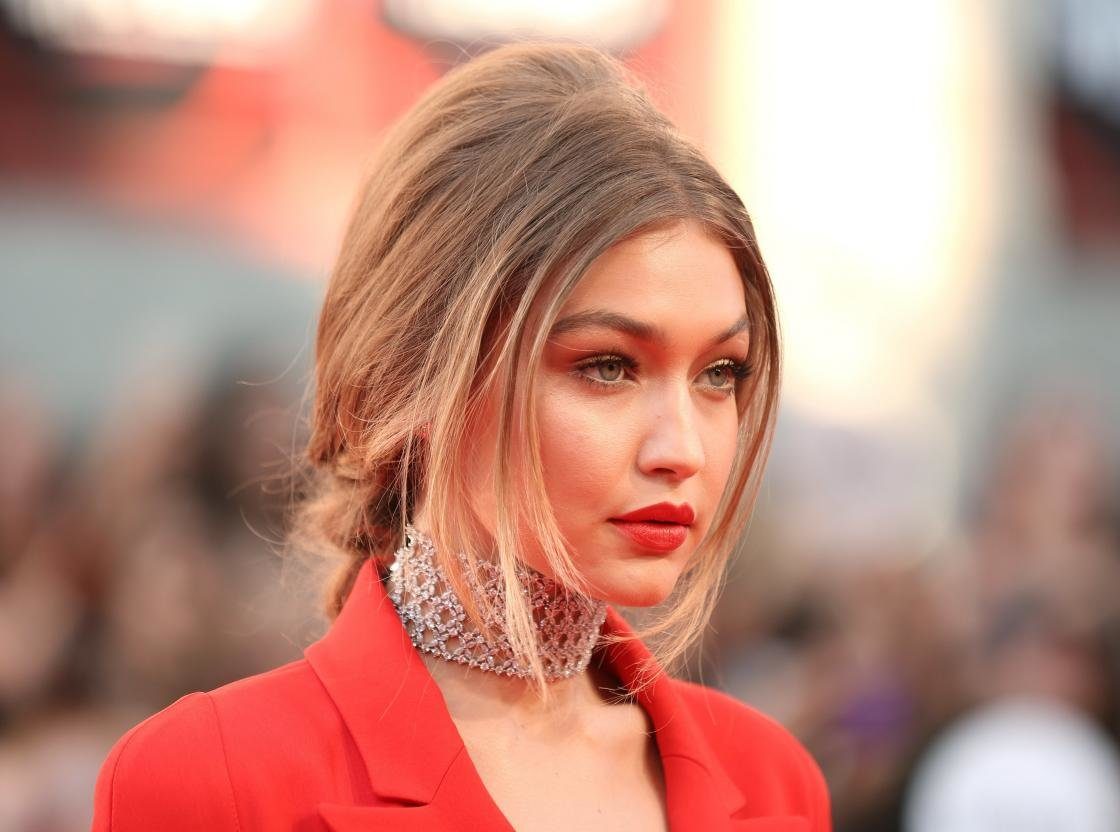 Download hd 1120x832 Gigi Hadid PC background ID:281714 for free