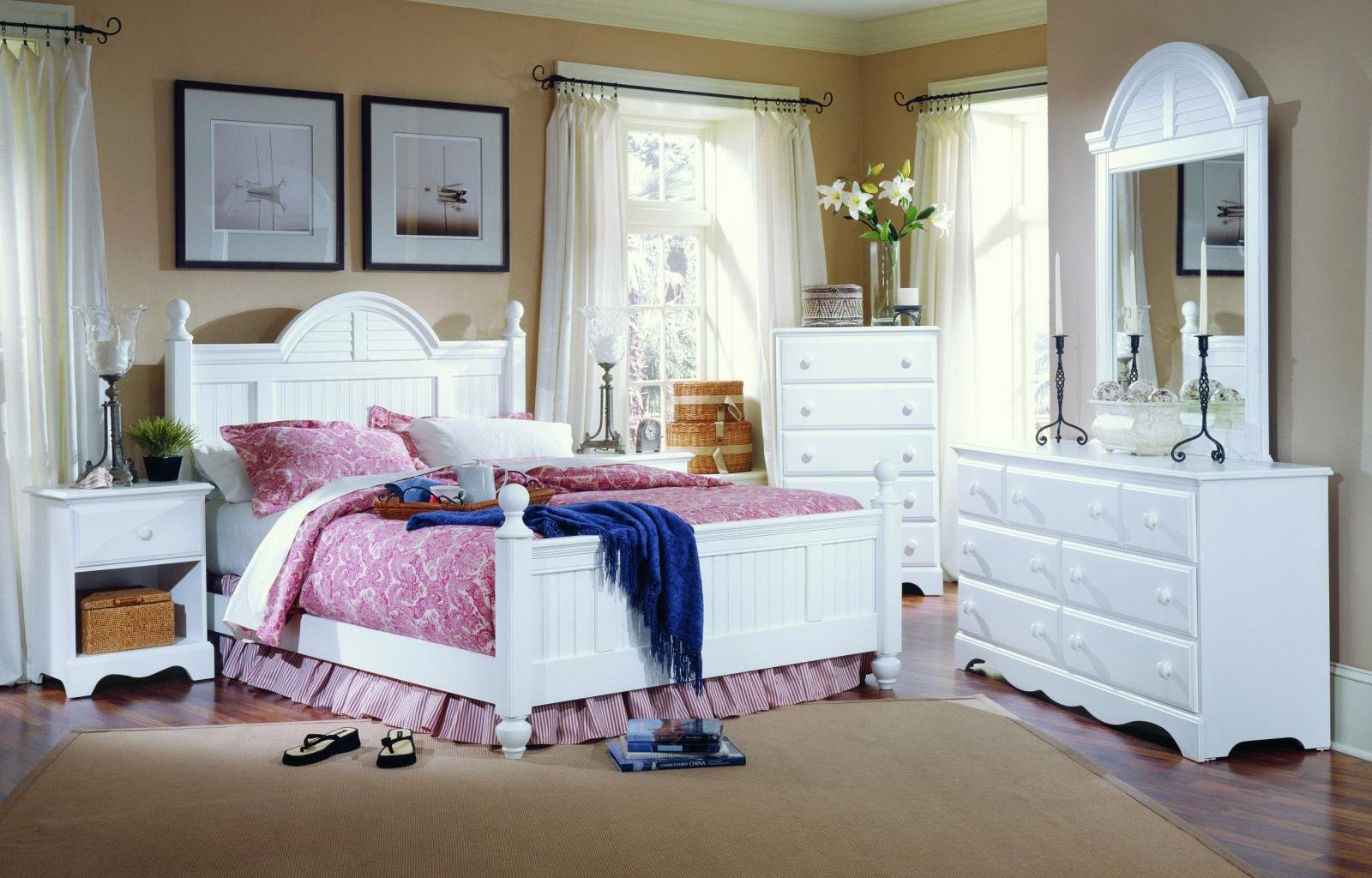 Free Download Bedroom Wallpaper Id228076 Hd 1600x1024 For Pc