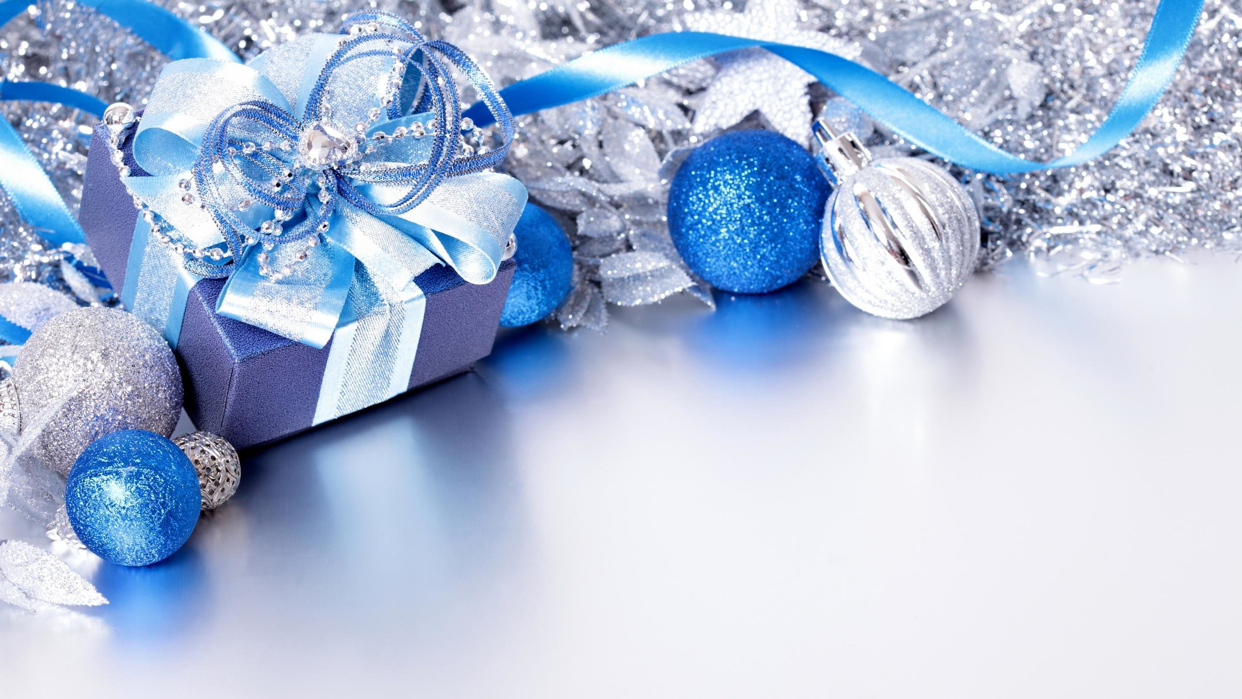 High Resolution Christmas Ornaments Decorations Hd 2560x1440 Wallpaper Id434232 For Computer